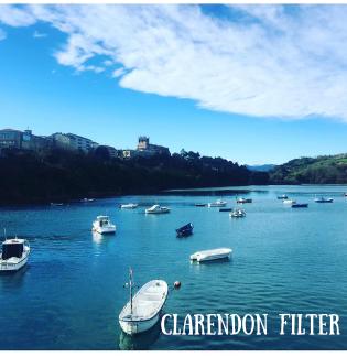 Foto de Instagram de barcos en el agua usando un filtro clarendon