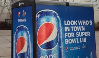 Ejemplos de publicidad exterior grande: terminal de autobuses de Pepsi